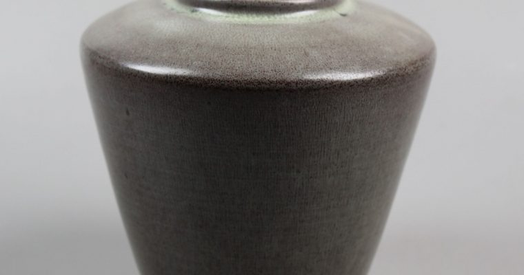 Derk Holman studio pottery vase