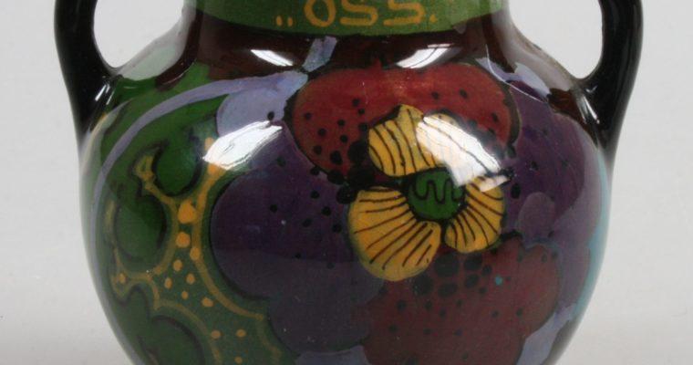 Ivora Gouda glossy small vase 'Oss' art deco