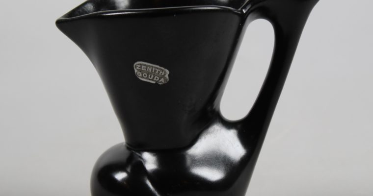 Willem Stuurman Gouda small black pitcher art deco