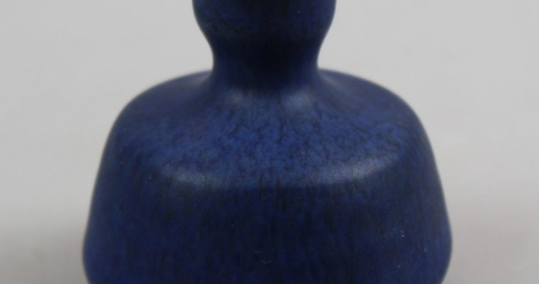 Henny Radijs miniature vase